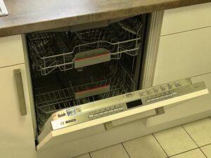 デュッセルドルフ在住時に一度使い始めてしまうともう後には戻れないドイツ製食洗機のお話【故障から新品インストールまで】